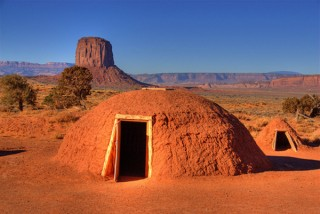 Navajo_Indian_Huts_Monum_48f59f5e187bc